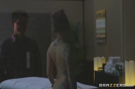 Скриншот Жопастая милаха выложилась на всю в постели №4769 #1