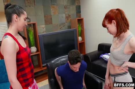Красивые рыжие телочки очень любят трахаться №1182